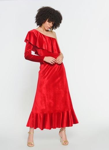 Zeynep Ökmen Tek Omuzlu Omuz Ve Etek Ucunda Volan Detaylı Kadife Elbise Kırmızı